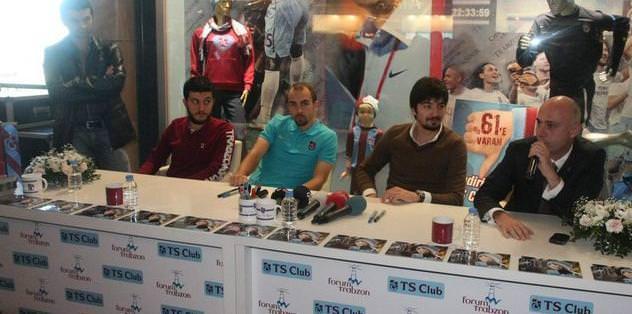 Trabzonporlu futbolculardan öğretmen ziyareti