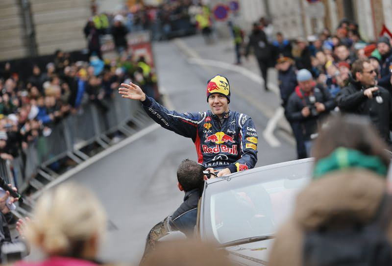 F1 şampiyonu Vettel'e şok!