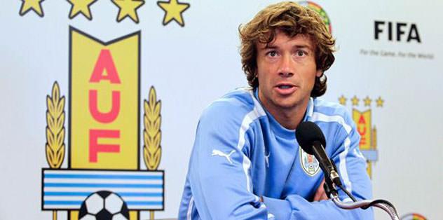 Diego Lugano imzayı atıyor