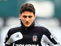 Mustafa Pektemek tak�mla birlikte �al��t�