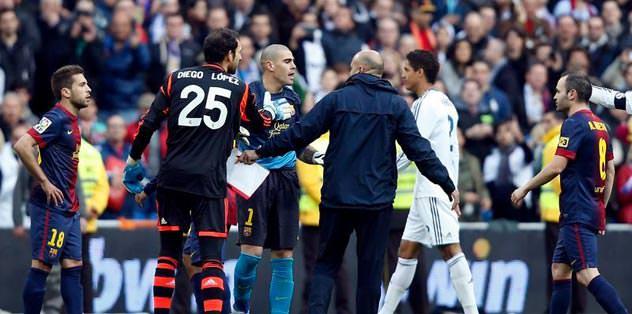 Victor Valdes'e dört maç ceza