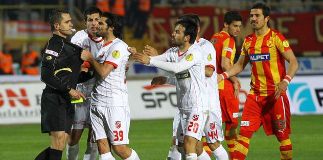 Şehmus Özer'e 14 maç ceza