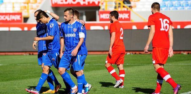 Karabük,  Antalyaspor'u tek golle devirdi!