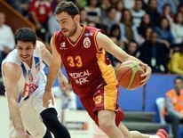 Galatasaray zorlanmadan kazand�