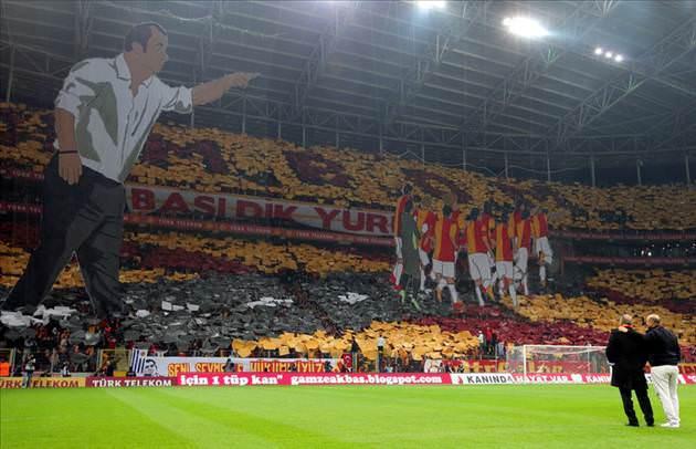 http://i.tmgrup.com.tr/ftm/galeri/Galatasaray/turk-telekom-arenada-muhtesem-kareografi/30_d.jpg