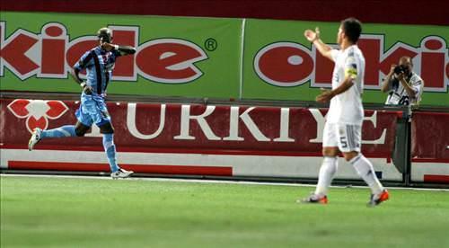 http://i.tmgrup.com.tr/ftm/galeri/fenerbahce/trabzonspor__fenerbahce_spor_toto_super_lig_2_hafta_maci/02_d.jpg