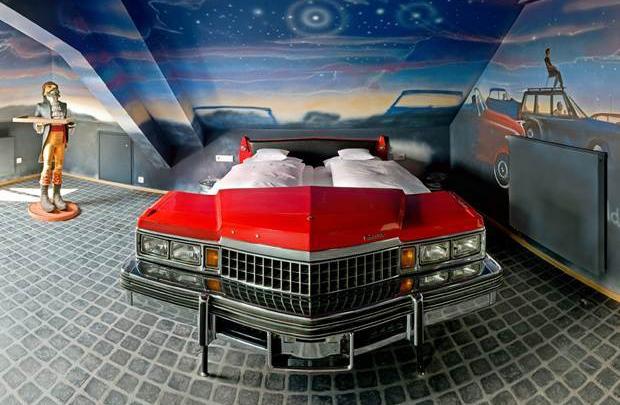 Otomobil tutkunlarına özel bir otel