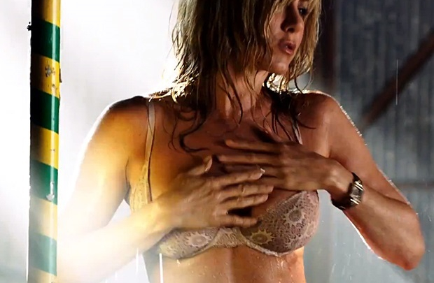 Jennifer Aniston yoldan çıktı