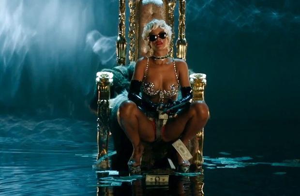 Striptiz kraliçesi RiRi