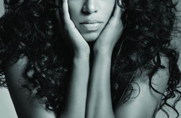 Beyoncé'nin kanatlarının gölgesindeki melek