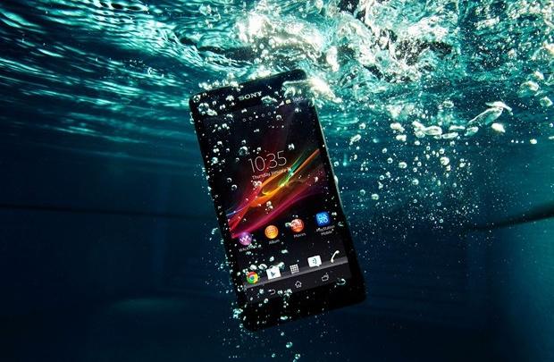 Dünyanın ilk su altı telefonu