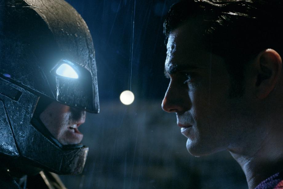Kıyamet Şimdi Kopacak: Batman v Superman Geliyor