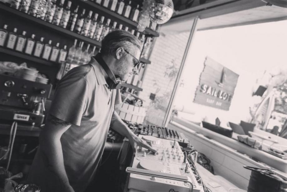 Ev Partisinde Çalınacak 10 Şarkı by DJ Aksak