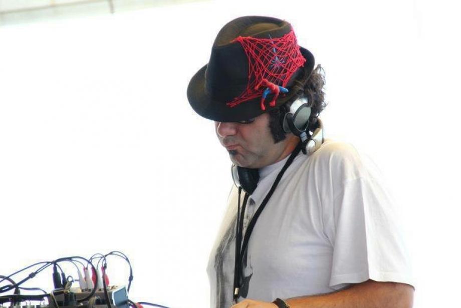 Ev Partisinde Çalınacak 10 Şarkı by DJ Fattish