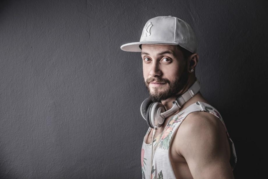 Ev Partisinde Çalınacak 10 Şarkı by Furkan Mert