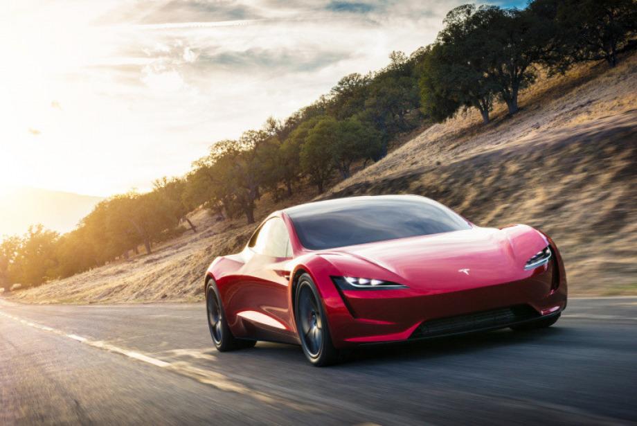 Adeta nispet yapar gibi: Elon Musk, Tesla Motors'un yeni harikalarını tanıttı
