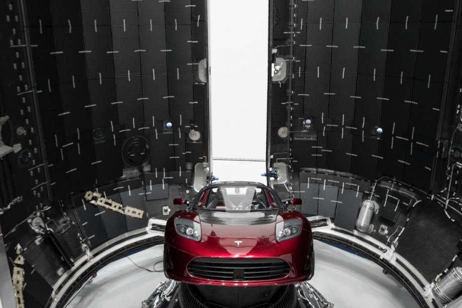 Elon Musk kendi Tesla'sını Mars'a gönderiyor