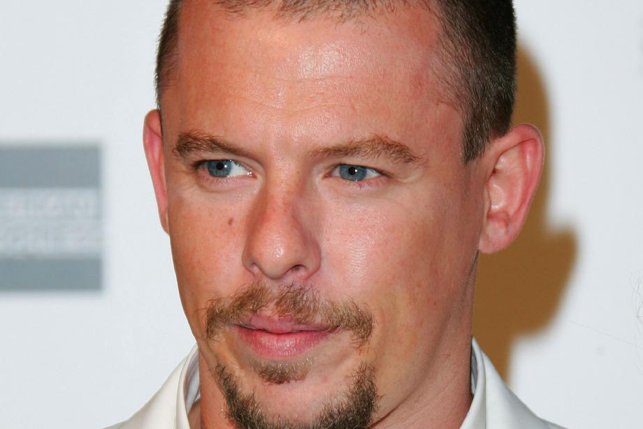 Alexander McQueen'in dünyasına davetliyiz