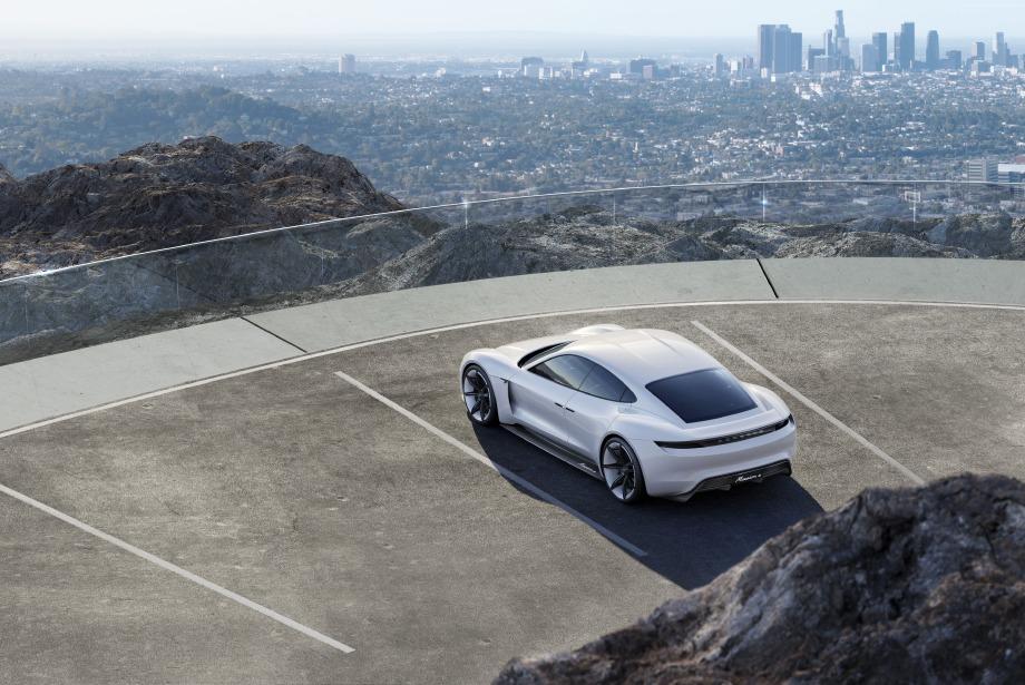 Porsche'nin İlk Elektrikli Aracı Taycan ile Tanışın
