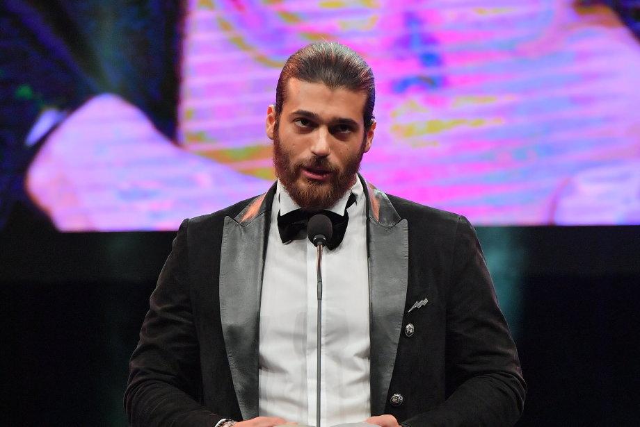 Can Yaman GQ Men of the Year Ödül Konuşmasında Kime Teşekkür Etti?