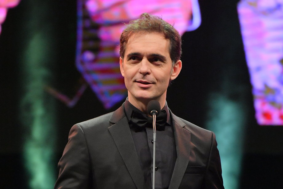 Pedro Alonso'nun Türkçe Konuşması GQ Men of the Year'a Damga Vurdu!