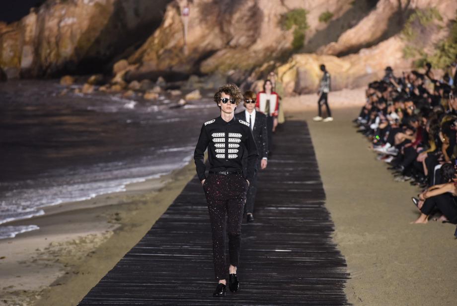 Saint Laurent Moda Takvimini Değiştiriyor