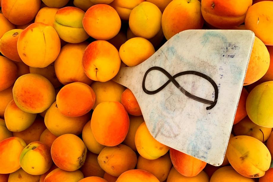 #GQDeneyim: Şef Fatih Tutak ile Pazarda Meyve Sebze Tadımı Yaptık