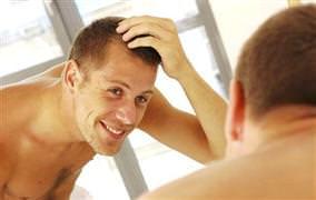 10 erkekten 4'ünün saçları dökülüyor