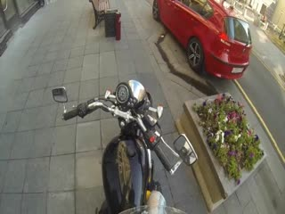 Doğaya saygılı motorcu kız