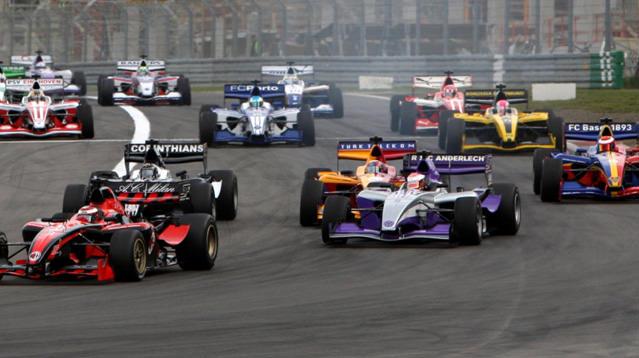 Superleague Formula 2011'de yeni ufuklara yelken açıyor
