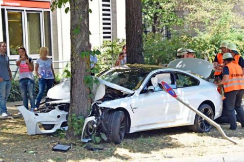 Otomobiller bmw m4 ün inanılmaz kazası 20 yaşındaki sürücü