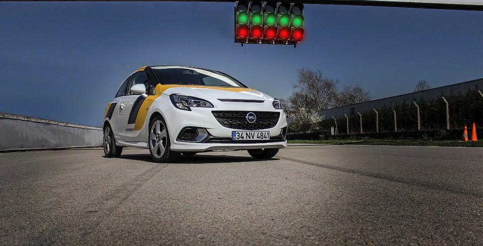 Opel Corsa OPC Cup Yar��lar� Ba�l�yor