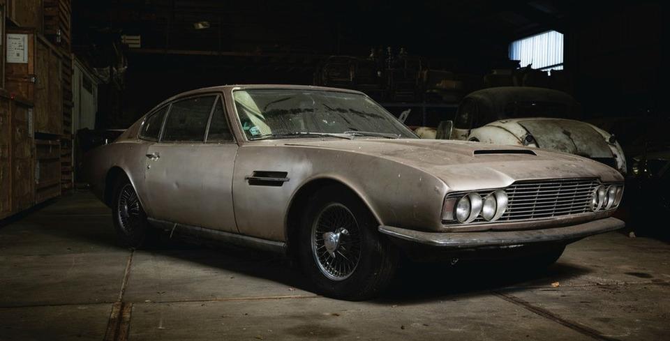�iftlikte Unutulan Aston Martin