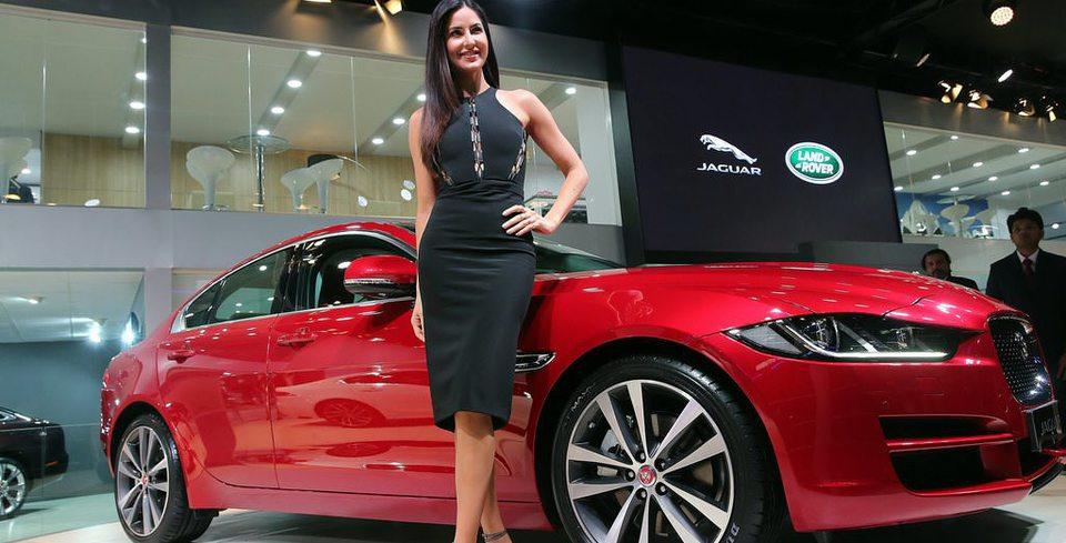 Hindistan Otomobil Fuar� Kap�lar�n� A�t�