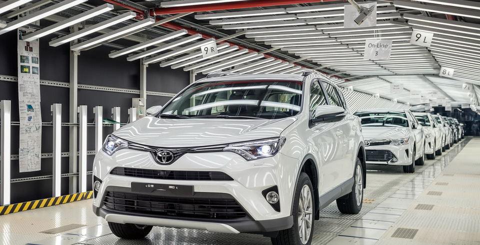 Rusya'da �retilen �lk Toyota RAV4 Banttan �ndi