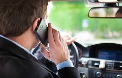 Araç kullanırken telefonla konuşmanın riskleri