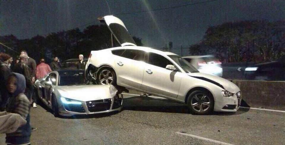Audi R8 �yle Bir �arpt� ki