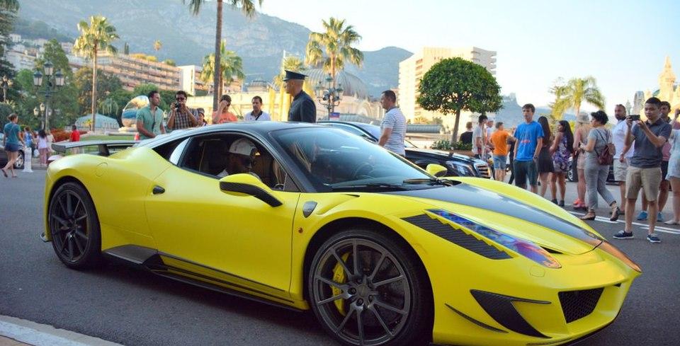 Eto�o ve Appiah Bu Ferrari�yle Monako�nun Tozunu Att�r�yor