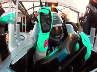 Şampiyon pilottan pistte selfie!