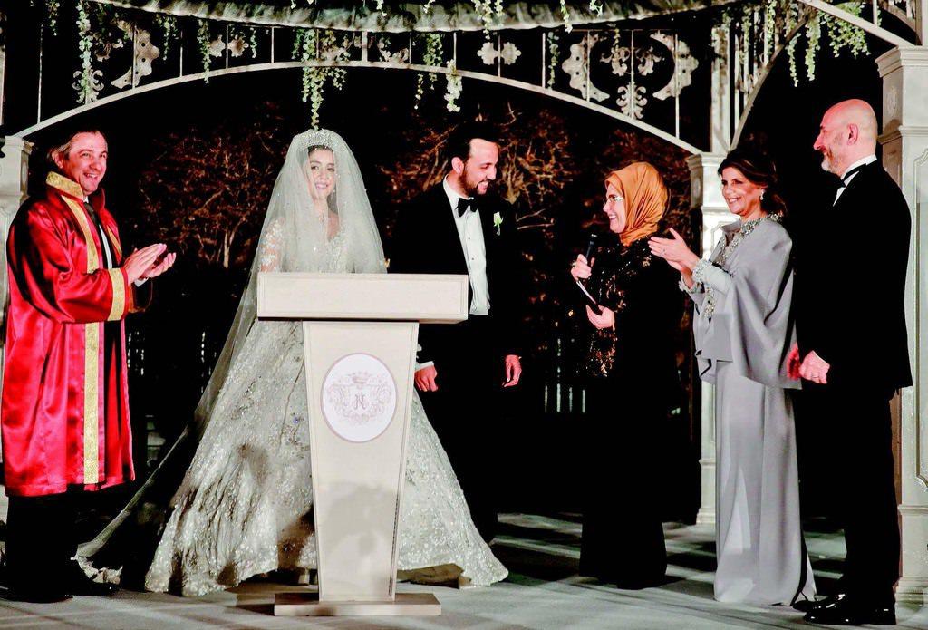 Görkemli bir düğünle evlendiler