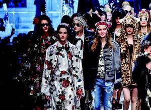 İtalyan moda devleri Milano'da şov yaptı