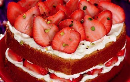 Beyaz �ikolatal� ve �ilekli Pasta