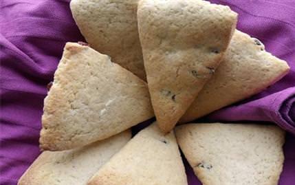 Yaban Mersinli Çörek