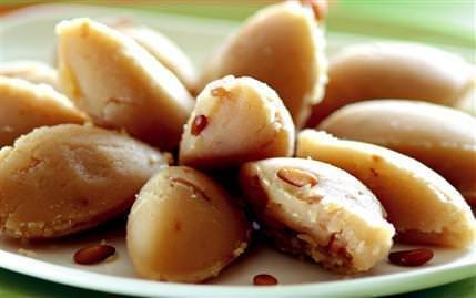 Türk mutfağının geleneksel tatlısı helva hem türk mutfağının
