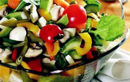 Tam mevsiminde salatalar