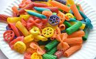 Renkli makarna yapımı
