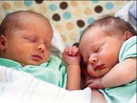 Ada'daki ikizlerin babalar� farkl�...
