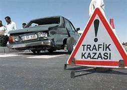 Otomobil TIR'a çarpt�: 2 ölü