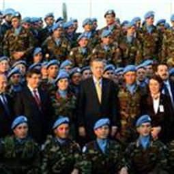 Ba�bakan Türk bölü�ünü ziyaret etti