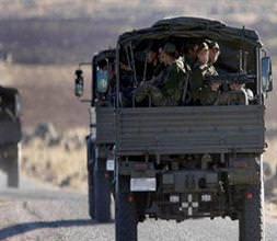 Askeri araç devrildi: 12 yaral�